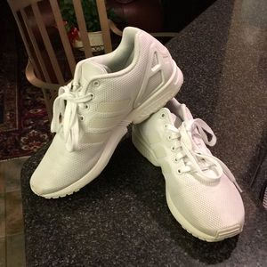 White adidas torsion